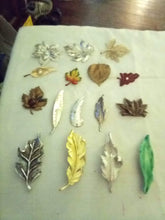 Load image into Gallery viewer, Nice lot of assorted leaf shaped broaches - B&P'sringsnthings