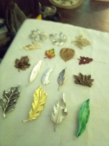 Nice lot of assorted leaf shaped broaches - B&P'sringsnthings