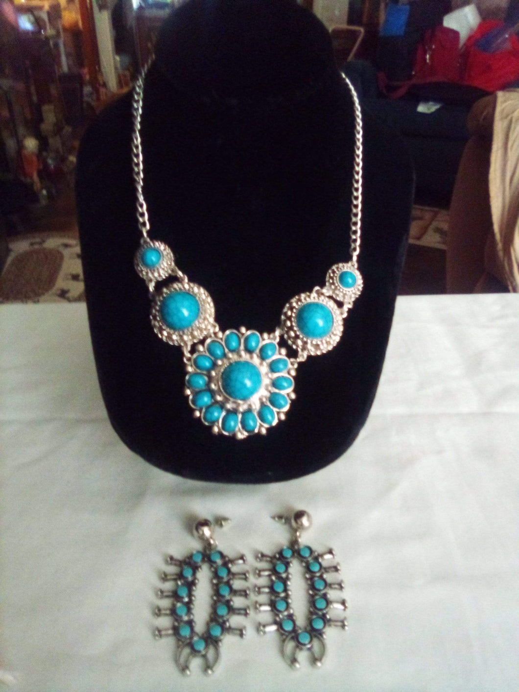 A beautiful turquoise necklace and earring set - B&P'sringsnthings