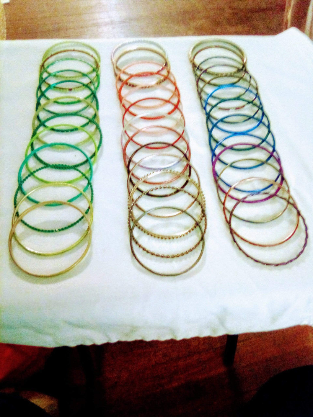 A colorful round bracelet lot - B&P'sringsnthings