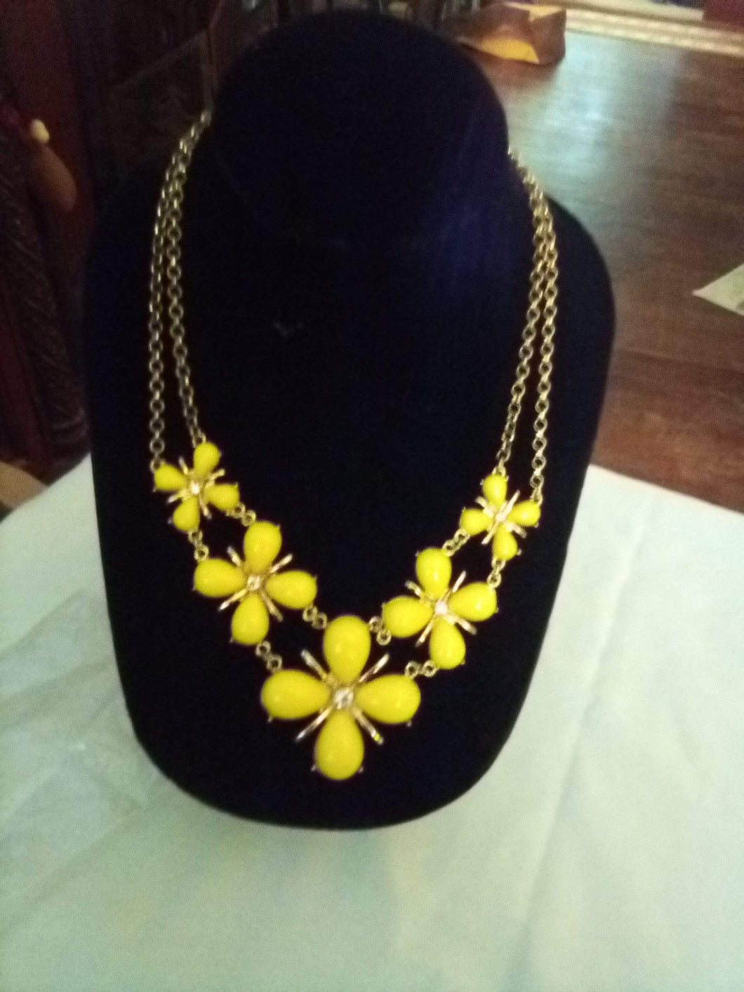 A dressy yellow necklace - B&P'sringsnthings