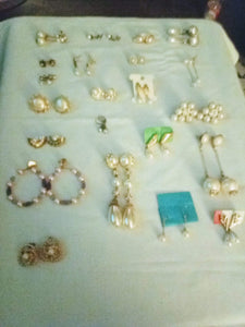 A large lot of pearl like earrings - B&P'sringsnthings