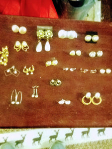 """A pearl like"" lot of pierced earrings. - B&P'sringsnthings"