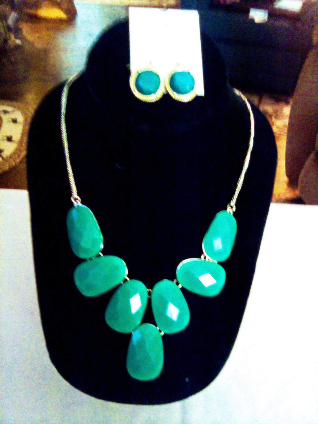 A turquoise colored necklace and earrings - B&P'sringsnthings