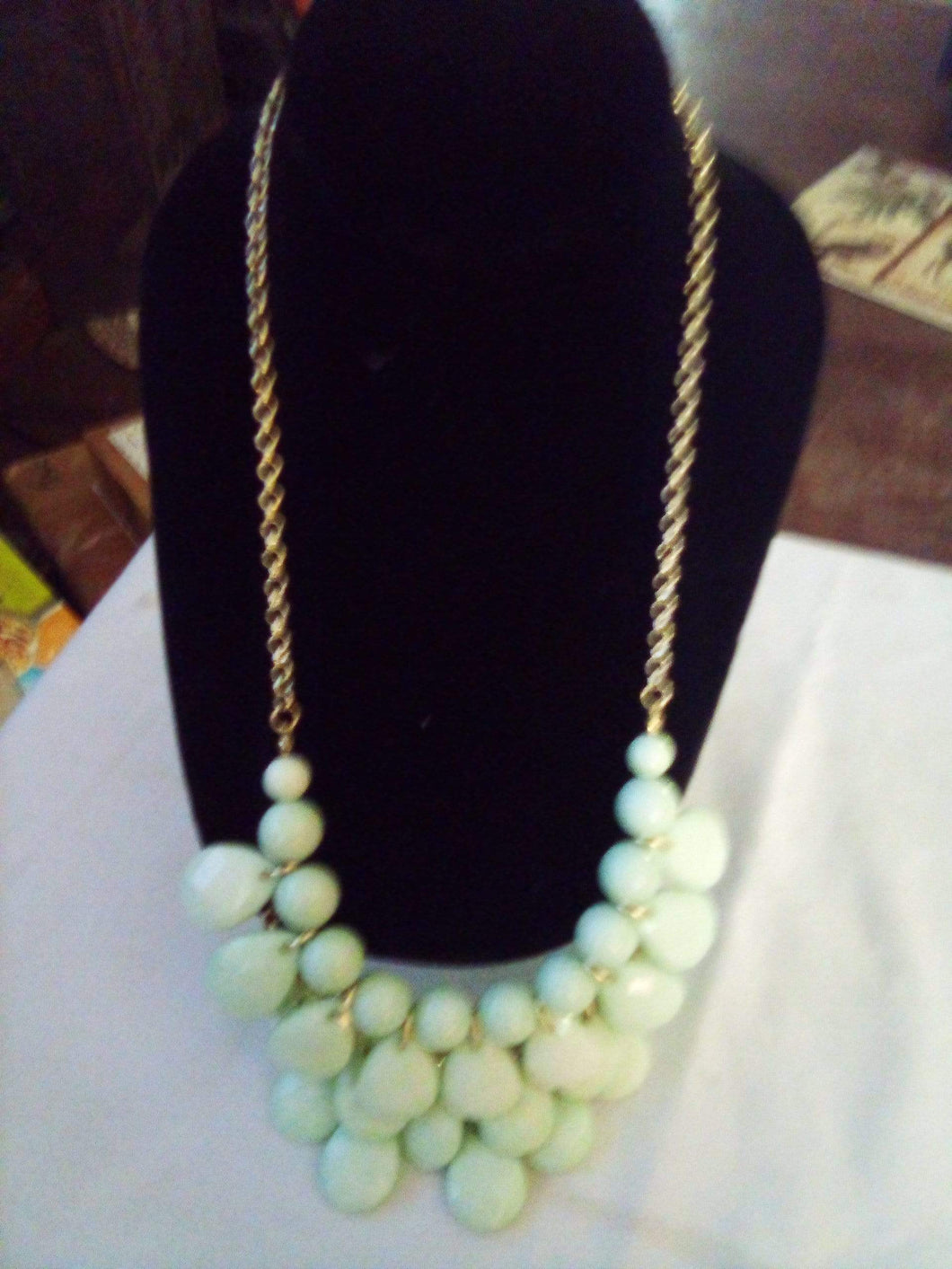 An elegant light green dressy necklace - B&P'sringsnthings
