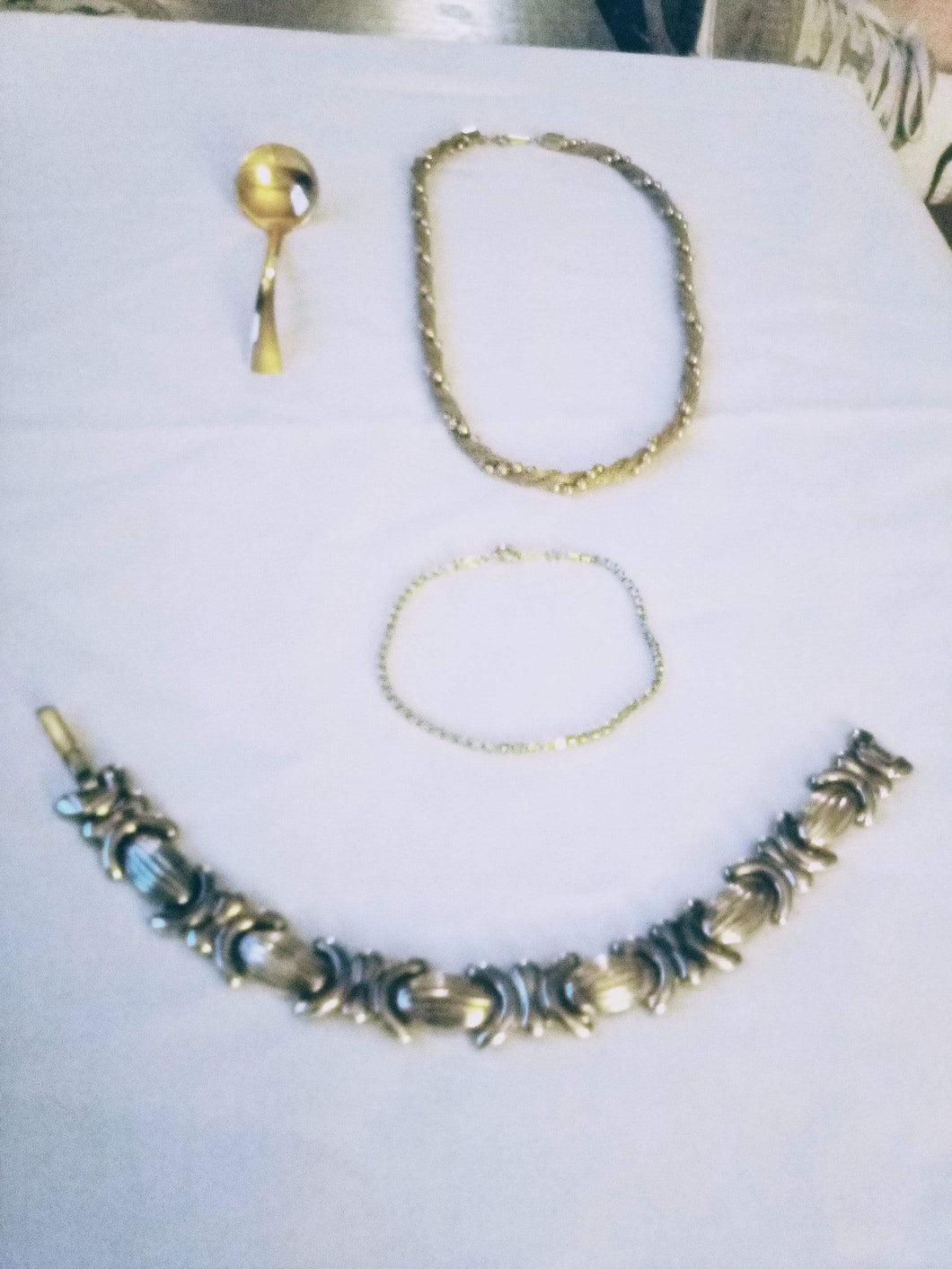 Avon marked jewelry lot - B&P'sringsnthings