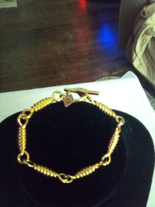 Beautiful gold tone bracelet - B&P'sringsnthings