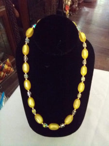 Beautiful light yellow beaded necklace - B&P'sringsnthings