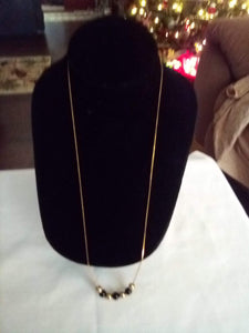 Cute necklace with gold tone and black beads - B&P'sringsnthings