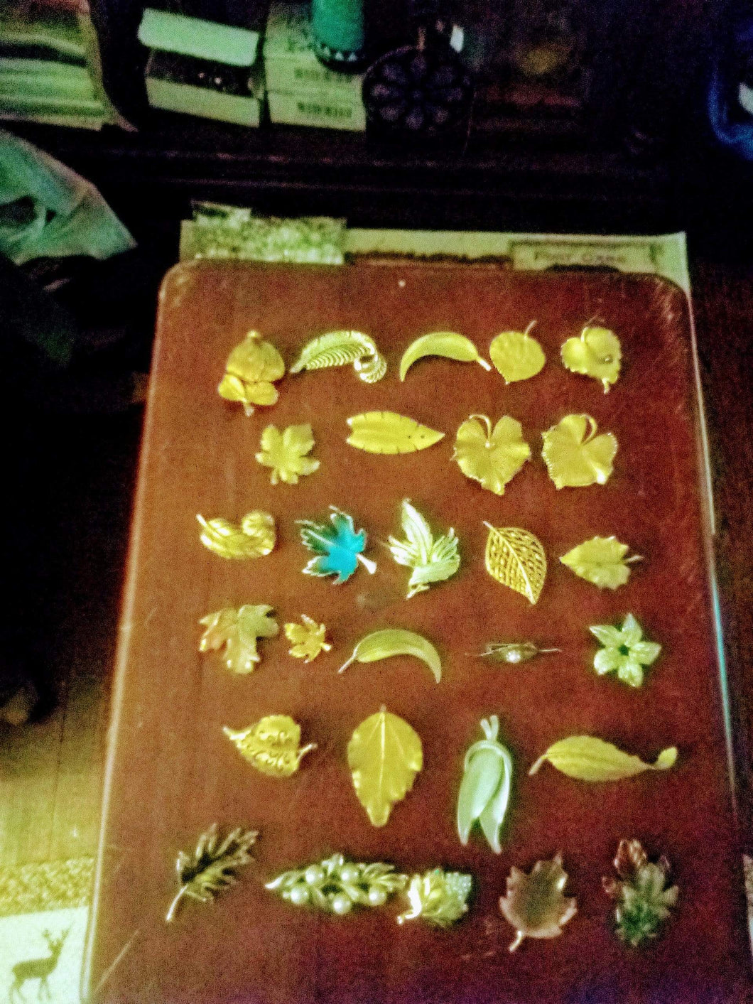 dressy lot of leaf broaches - B&P'sringsnthings