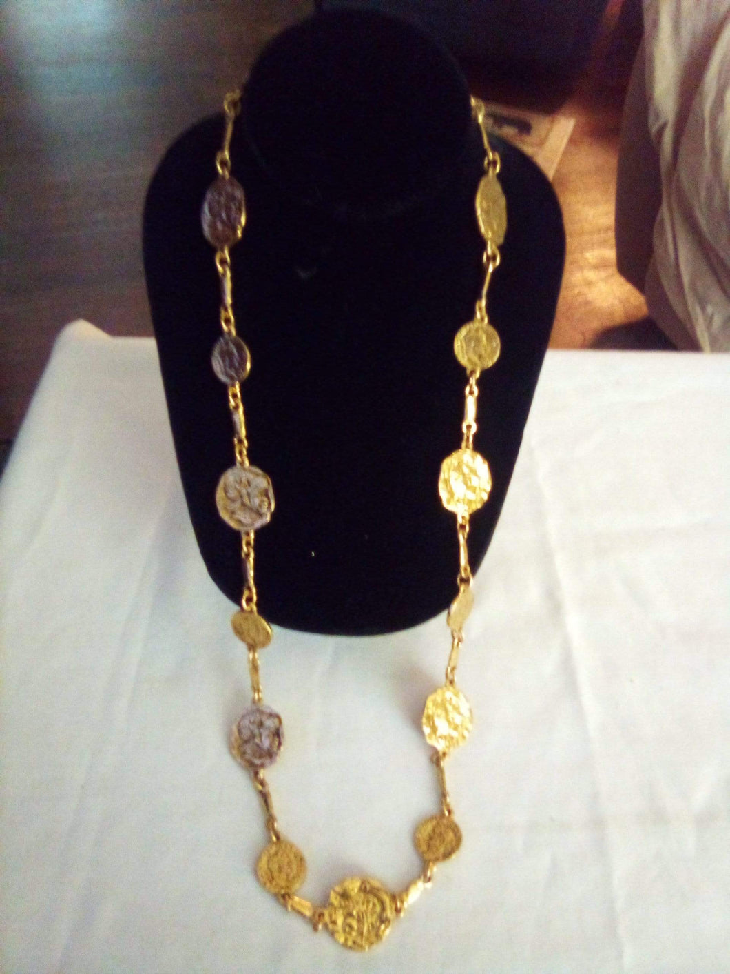 Gold tone decorative necklace - B&P'sringsnthings