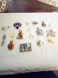 Large assortment of pendents - B&P'sringsnthings