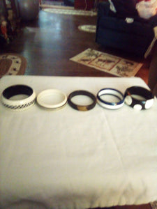 Lot of black and white bracelets - B&P'sringsnthings