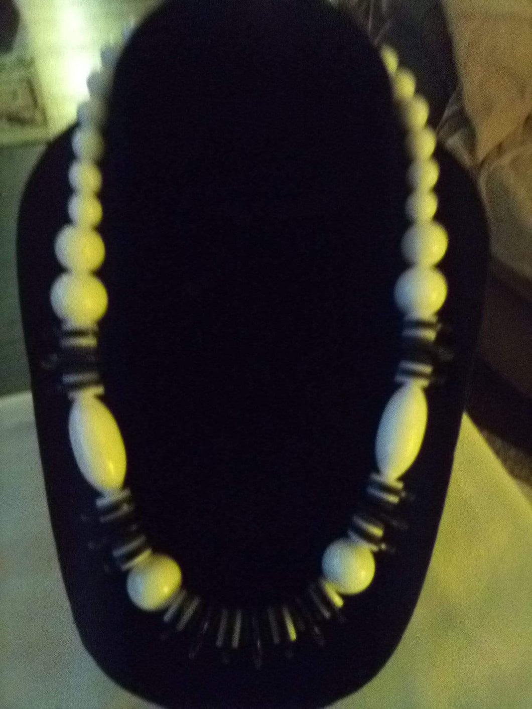 Neat black and white necklace - B&P'sringsnthings