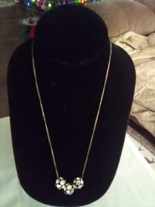 Neat necklace with 3 round balls with design - B&P'sringsnthings