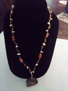 Neat necklace with mother of pearl pendent - B&P'sringsnthings