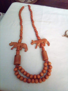 Neat wooden beaded necklace - B&P'sringsnthings