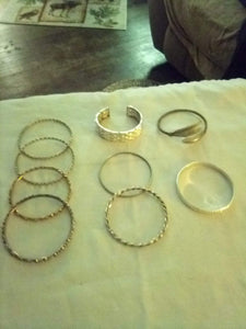 Nice assorted lot of silver tone round bracelets - B&P'sringsnthings