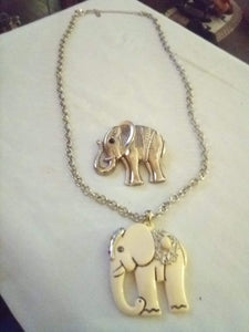 Nice chained necklace with 2 large elephant pendents - B&P'sringsnthings
