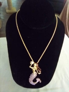 Nice mermaid pendent with long chain - B&P'sringsnthings