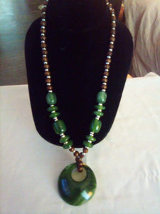 Nice necklace with brown and green colors - B&P'sringsnthings