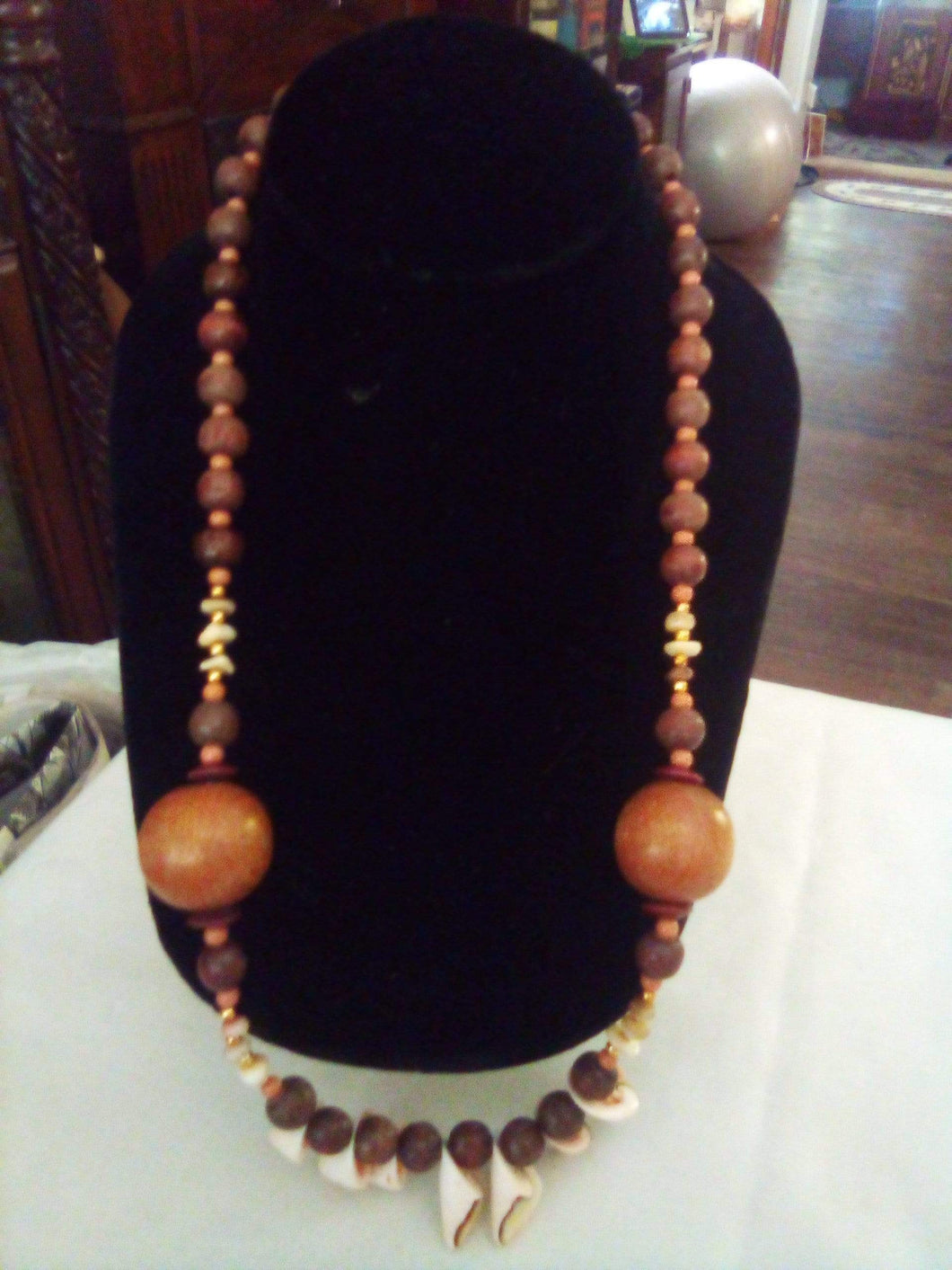 Nice necklace with wood and seashells - B&P'sringsnthings