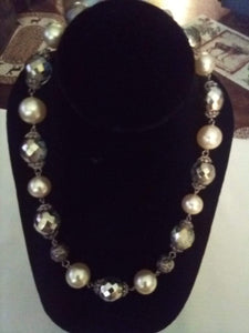 Nice pearl like and silver crystal necklace - B&P'sringsnthings