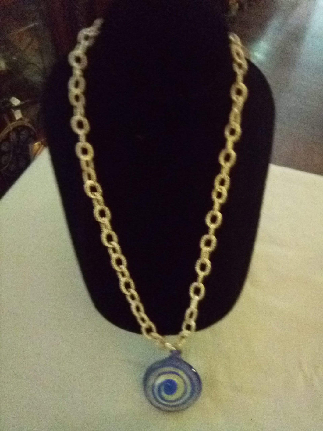 Nice silver tone necklace with glass pendent - B&P'sringsnthings