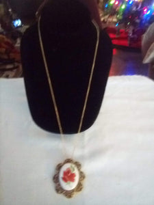Pretty chain necklace with beautiful pendent - B&P'sringsnthings