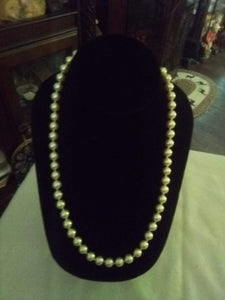 Pretty marked pearl like necklace - B&P'sringsnthings