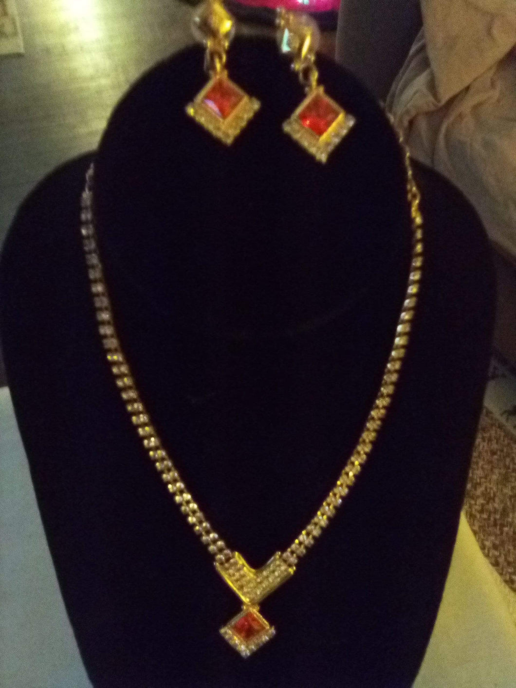 Pretty necklace and pierced earring set - B&P'sringsnthings