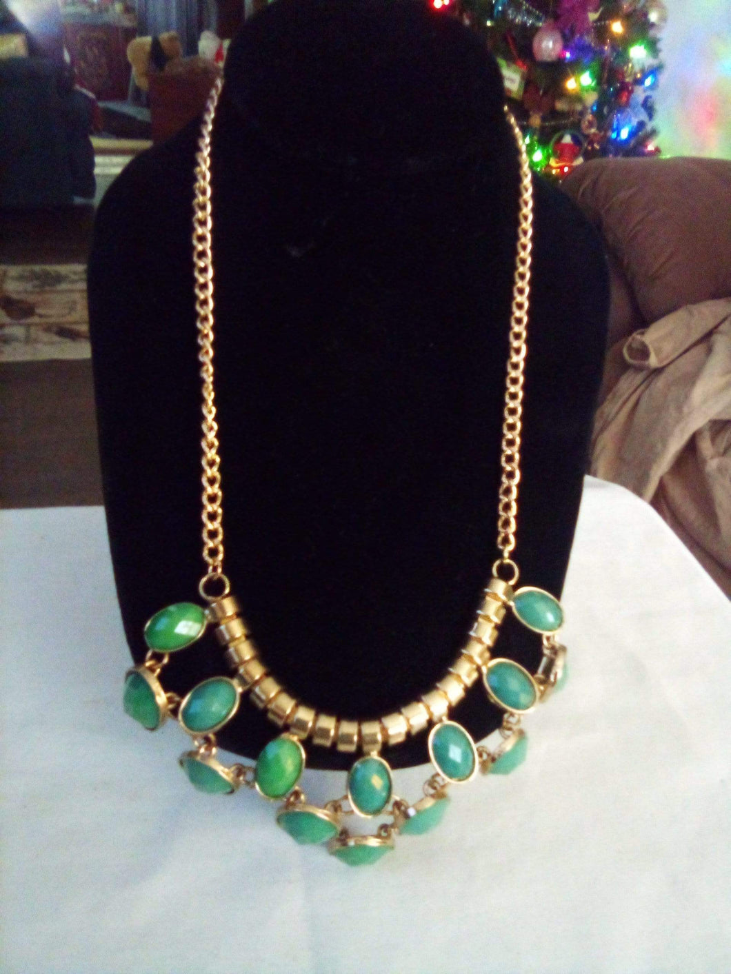 Pretty necklace with green design - B&P'sringsnthings
