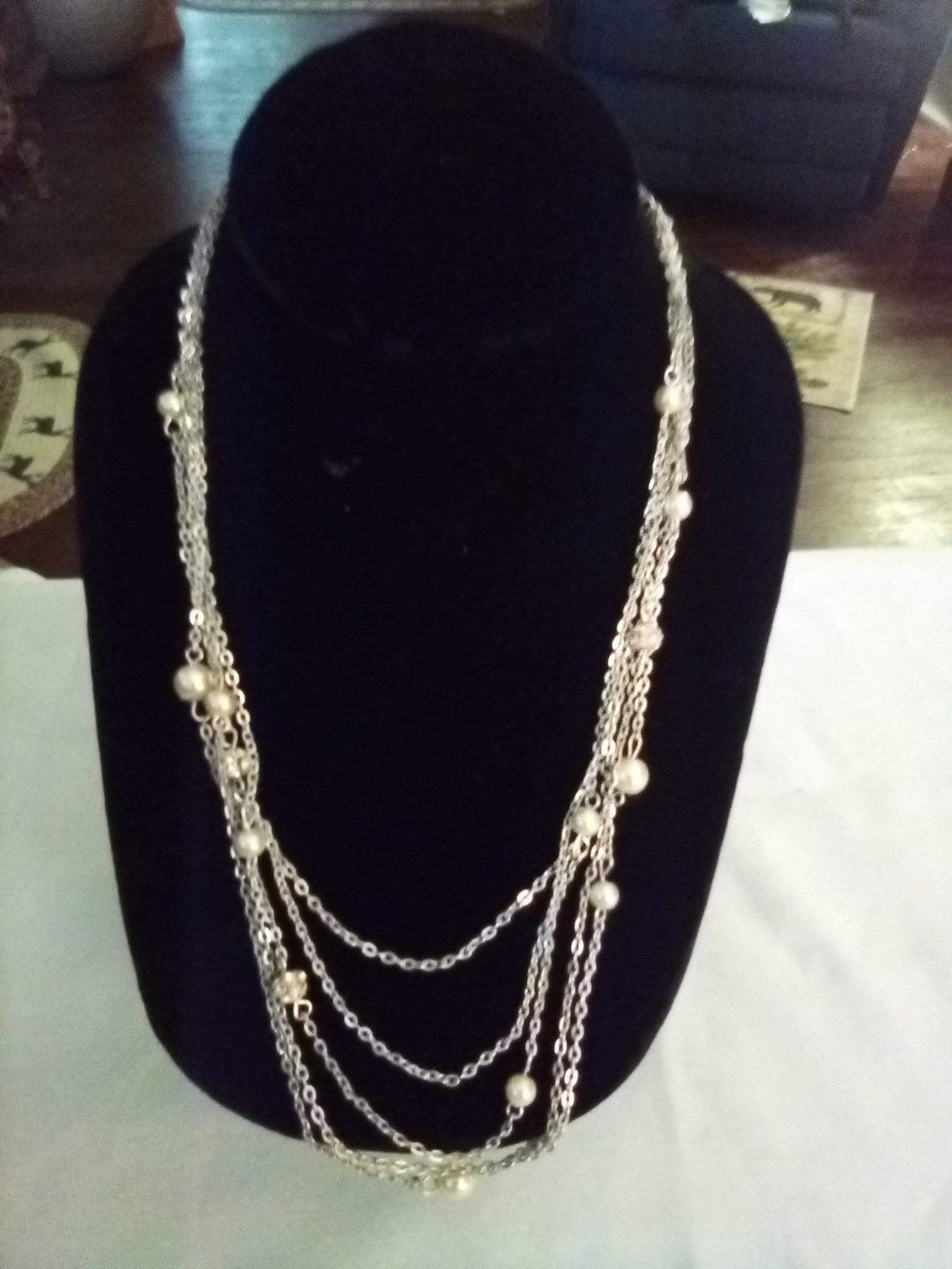 Silver tone pearl like necklace - B&P'sringsnthings