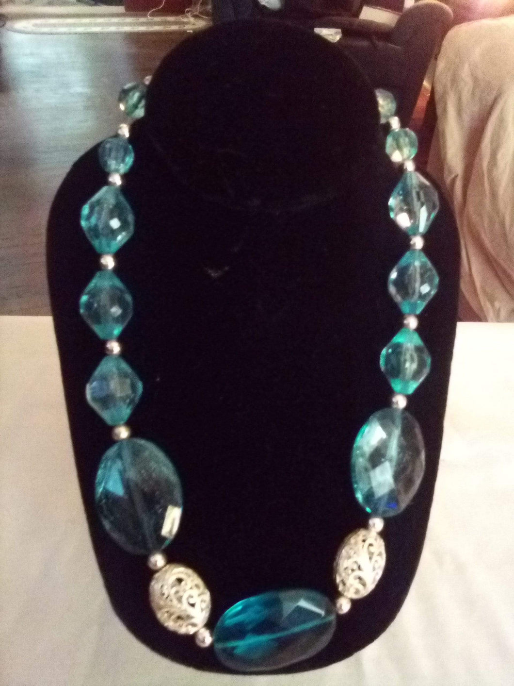 Stunning light blue crystal necklace - B&P'sringsnthings