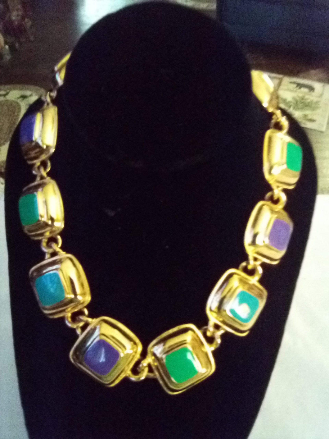 Unusual gold tone pretty necklace - B&P'sringsnthings