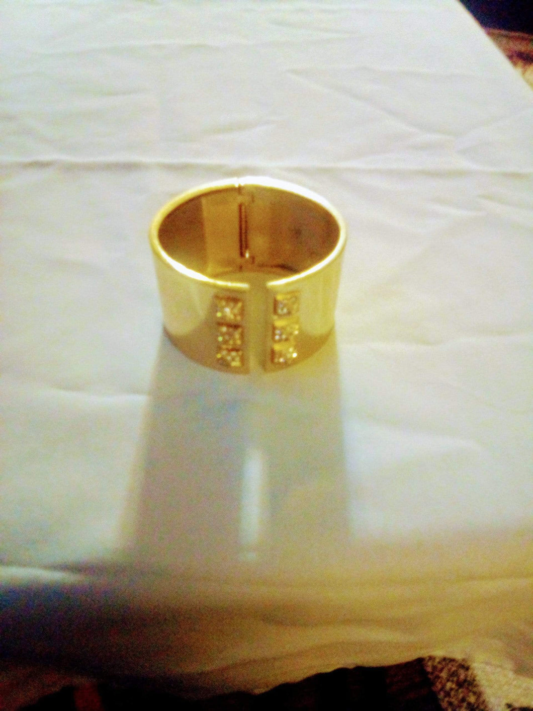Victoria's Secret gold tone bracelet - B&P'sringsnthings