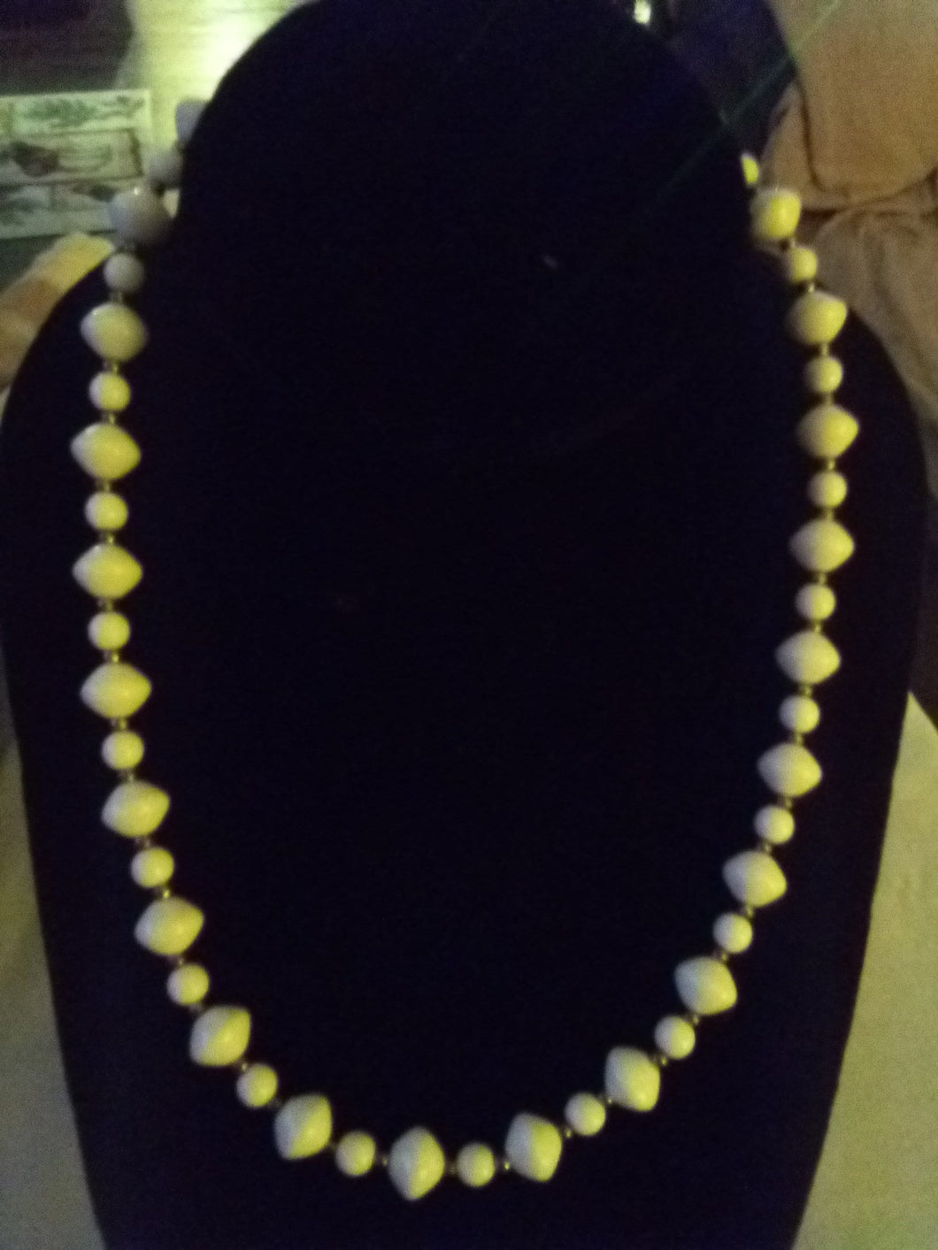 White beaded necklace - B&P'sringsnthings
