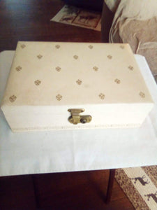 A cream and gold colored jewelry box - B&P'sringsnthings