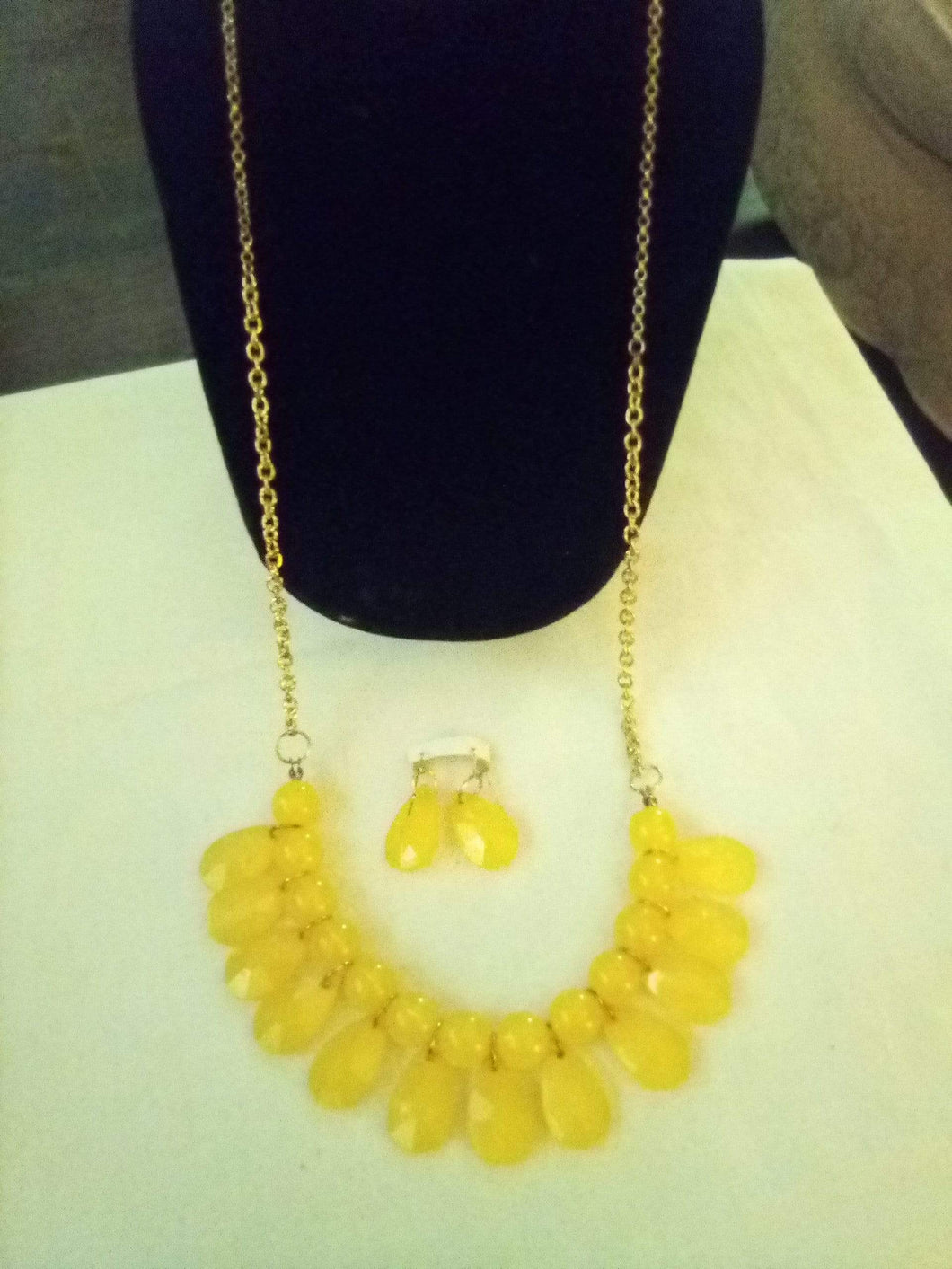 Pretty necklace with yellow design and matching pierced earringsrings - B&P'sringsnthings