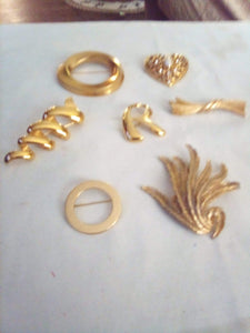 Monet marked gold tone broach lot - B&P'sringsnthings