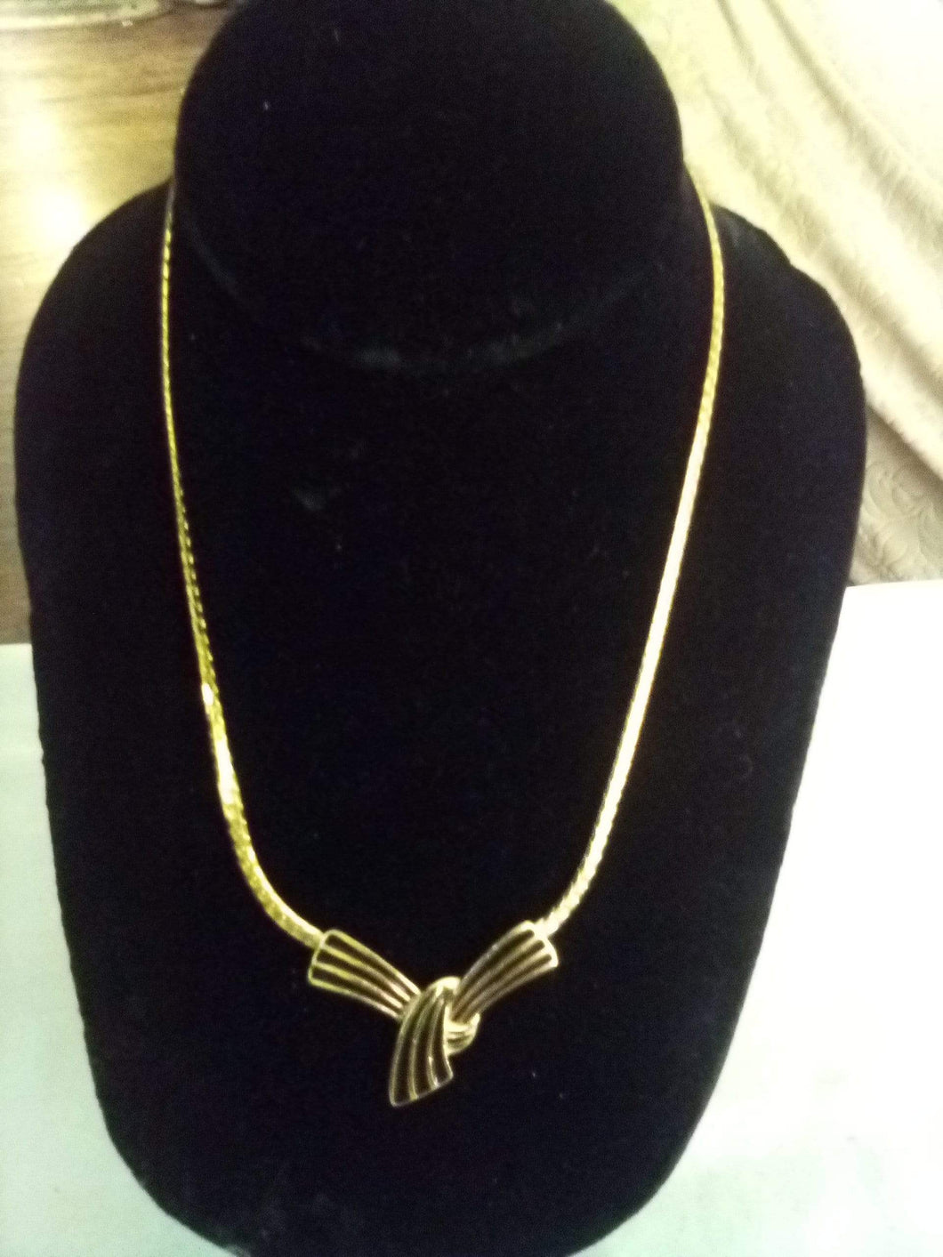 Monet marked vintage gold tone necklace - B&P'sringsnthings