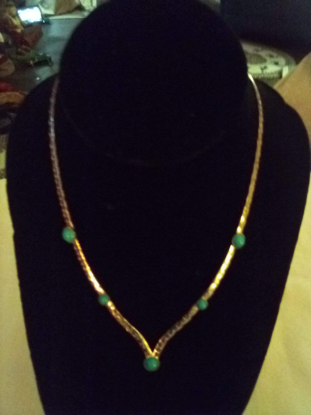 Sarah Coventry marked Cute silver tone necklace with tiny turquoise like design - B&P'sringsnthings