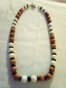 A vintage beaded necklace - B&P'sringsnthings
