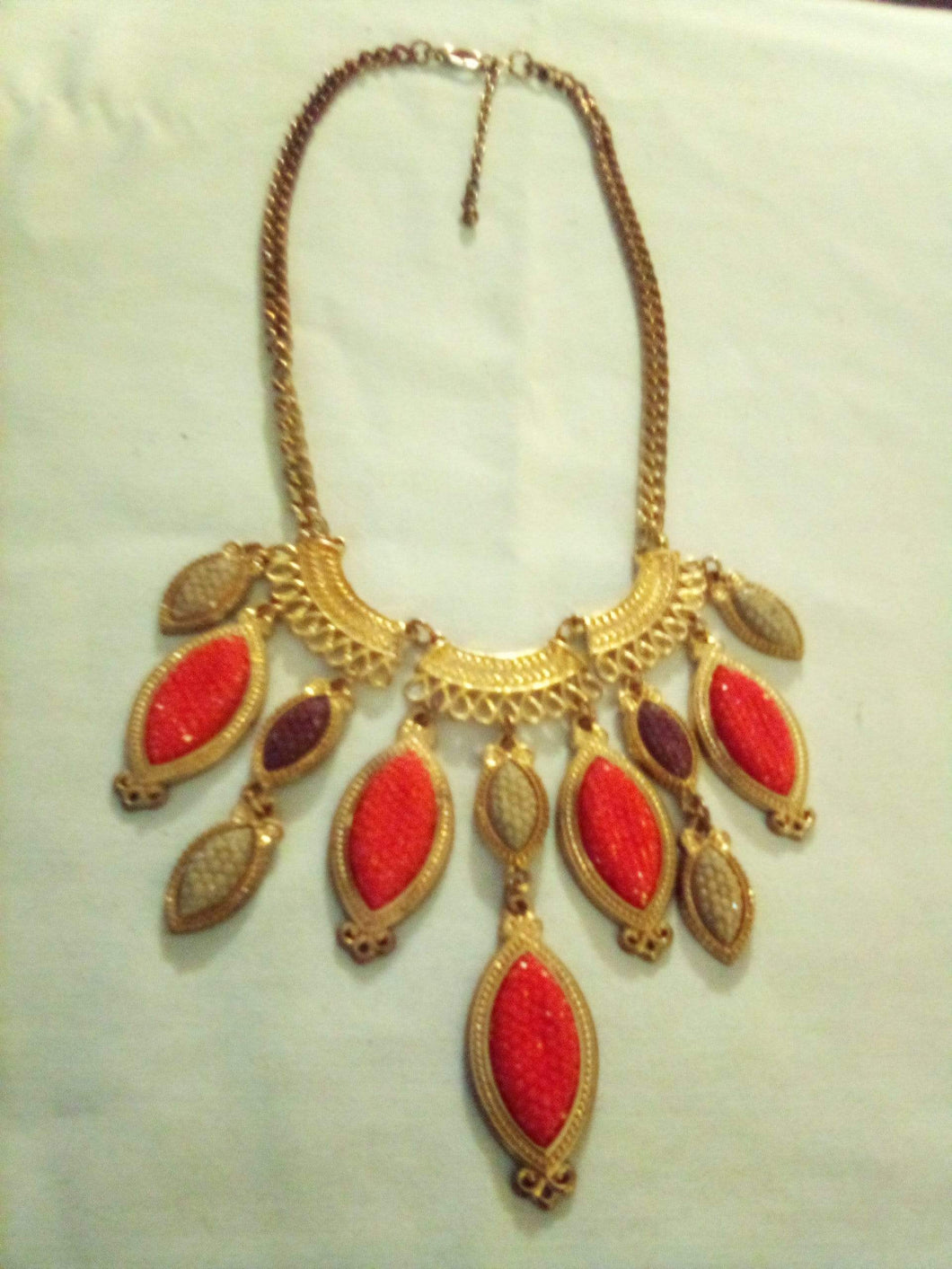 A vintage gold tone necklace - B&P'sringsnthings