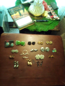A vintage lot of clip on earrings - B&P'sringsnthings