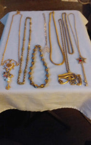 A vintage lot of gold tone necklaces. - B&P'sringsnthings