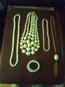 A vintage lot of pearl like necklaces - B&P'sringsnthings