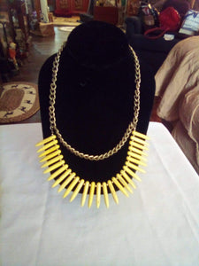 A vintage necklace with yellow decor - B&P'sringsnthings