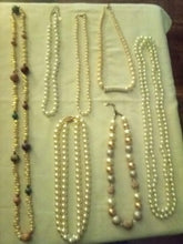 Load image into Gallery viewer, A vintage pearl like nice lot - B&P'sringsnthings