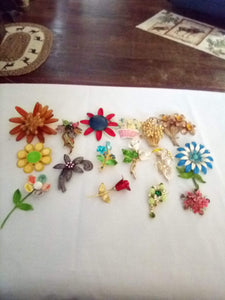 Elegant beautiful lot of floral design broaches - B&P'sringsnthings